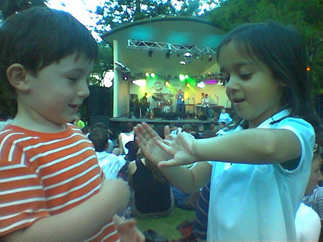 Botanic_concert_em_friend_catepilar